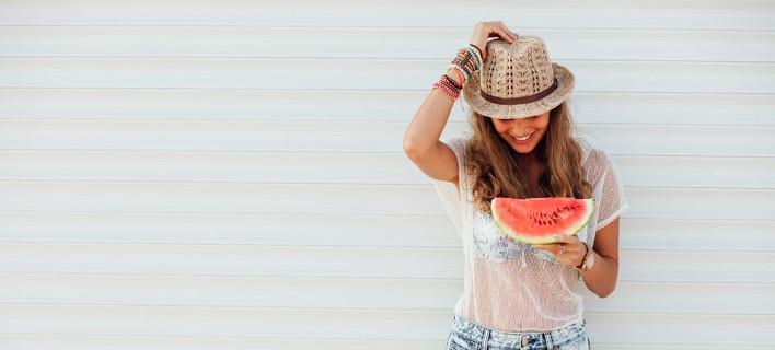 Γυαλίζει το πρόσωπο σου από τη ζέστη; Να πώς θα απαλλαγείς
