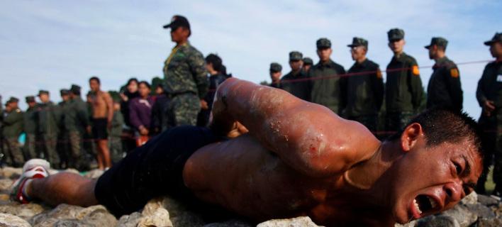 Τα πιο σκληρά στρατιωτικά γυμνάσια στον κόσμο -Πάγος, αίμα κόμπρας και φωτιές [εικόνες]