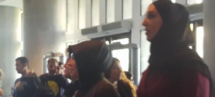 Ξεναγήθηκαν οι σύζυγοι των Τούρκων υπουργών στο Μουσείο της Ακρόπολης [βίντεο]