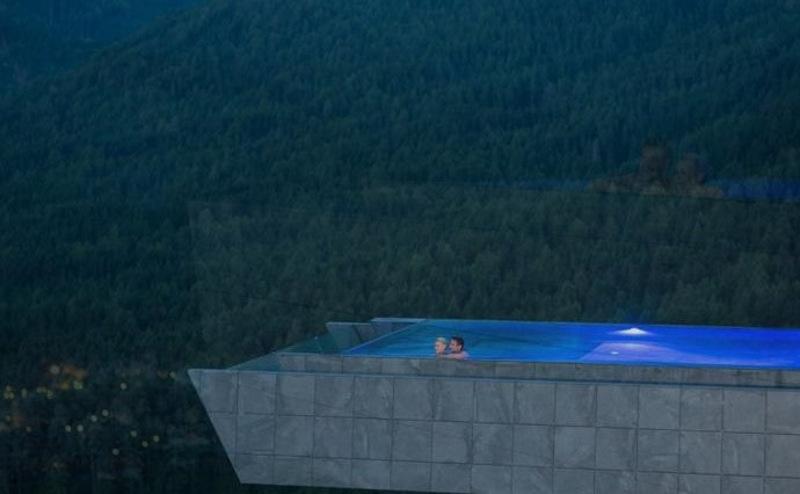 Hotel Hubertus: Το ξενοδοχείο στην Ιταλία με την πιο εντυπωσιακή πισίνα