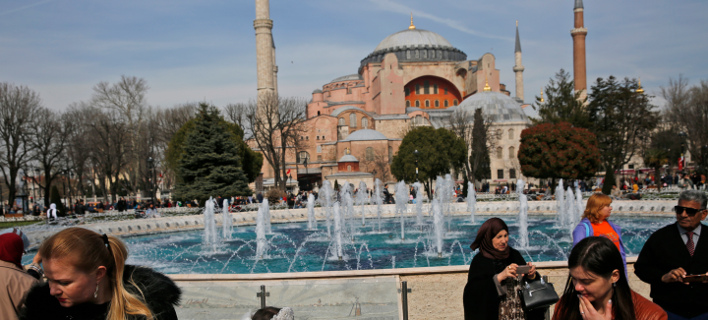 Κομισιόν: Αμφιλεγόμενη η χρήση της Αγιάς Σοφιάς για θρησκευτικές τελετές