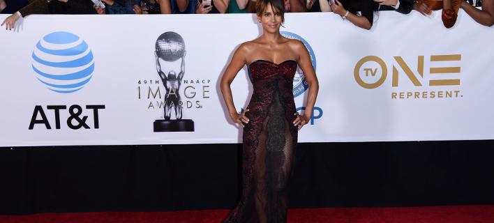 Η Χάλι Μπέρι εμφανίστηκε στα βραβεία NAACP Image σχεδόν... γυμνή ! (ΦΩΤΟ)