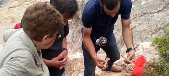 Στο ίδιο σημείο βρέθηκαν και υπολείμματα στρατιωτικού εξοπλισμού, φωτογραφία: haniotika-nea.gr