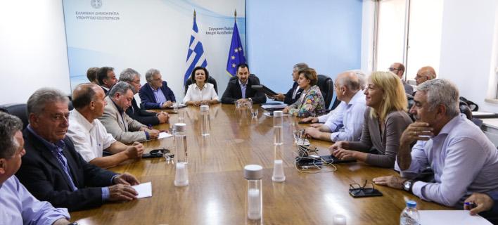 Από τη σημερινή συνάντηση του υπουργού Εσωτερικών, Αλέξη Χαρίτση με την ΕΝΠΕ/Φωτογραφία: Eurokinissi-Γιάννης Παναγόπουλος