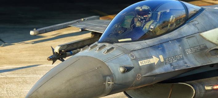 Στο κόκπιτ του F-16 της Πολεμικής Αεροπορίας