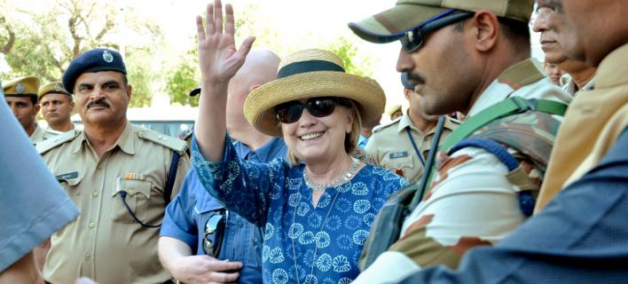 Η Χίλαρι Κλίντον στο ταξίδι της στην Ινδία. Φωτογραφία: AP
