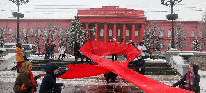 Πώς ο πόλεμος στην Ουκρανία έφερε έξαρση του AIDS