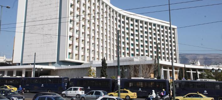 Αλαλούμ με την αίθουσα συνάντησης κυβέρνησης-Θεσμών στο Hilton