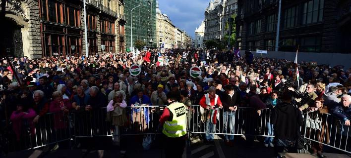 Ουγγαρία: Χιλιάδες διαδηλωτές στους δρόμους για την ελευθερία του Τύπου [εικόνες]