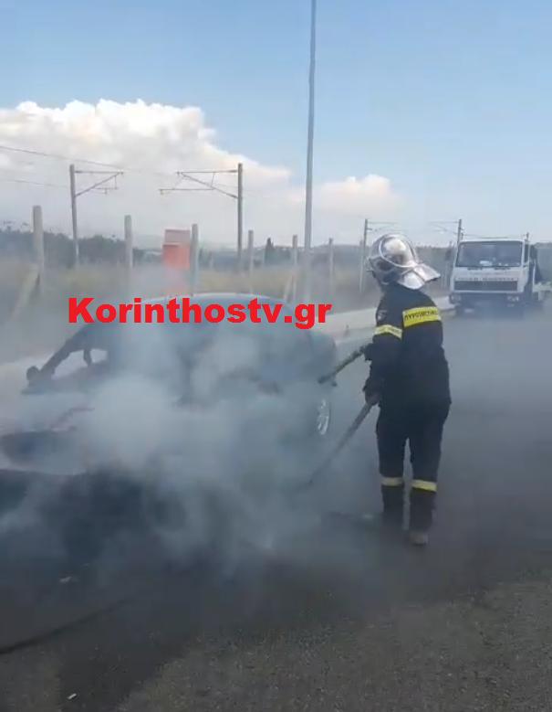 Σώος ο οδηγός, αλλά το ΙΧ κάηκε ολοσχερώς