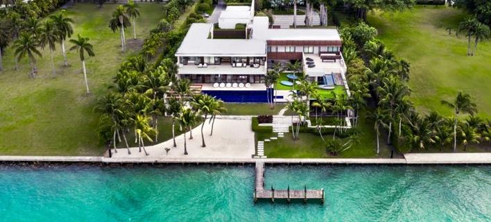 Βίλα-όνειρο σε ιδιωτικό νησί: Γυαλί, ξύλο και νερό σε έναν υπέροχο συνδυασμό [εικόνες]
