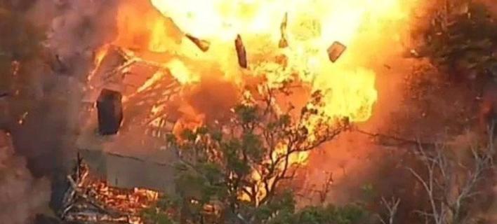 Κόλαση φωτιάς στη Νότια Αυστραλία -Καίγονται σπίτια, 2.000 πυροσβέστες δίνουν μάχη [βίντεο]