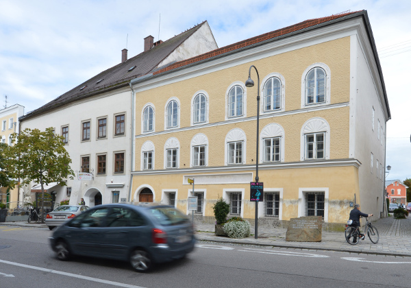 Να... σβηστεί από την ιστορία: Τι κάνουν στο σπίτι που γεννήθηκε ο Χίτλερ στην Αυστρία! (Photo)