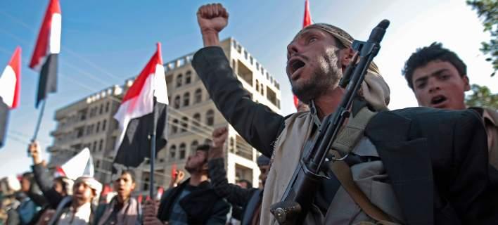 Σαουδική Αραβία: Αναχαιτίστηκε βαλλιστικός πύραυλος που εκτοξεύθηκε από τους Χούτι