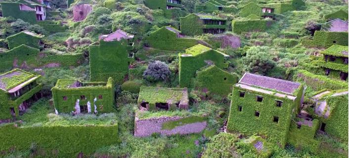 Το χωριό που το κατάπιε η φύση έχει γίνει η απόλυτη τουριστική ατραξιόν [εικόνες]