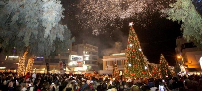 Νωρίτερα στολίζουν φέτος στο Ηράκλειο -Πότε θα ανάψει το Χριστουγεννιάτικο δέντρο [εικόνες]