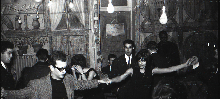 Αδημοσίευτες φωτογραφίες από Χριστουγεννιάτικη γιορτή, Ελλήνων φοιτητών στο Παρίσι το 1964 -Credits  Φωτ. Σίμος Τσαπνίδης, 1964. ©Μ.Νταλούκας