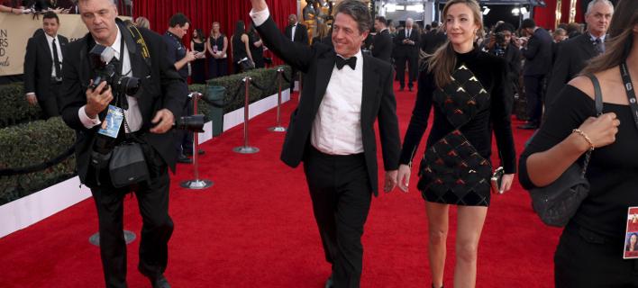 Ο Χιου Γραντ και η σύζυγός του/ Φωτογραφία: AP