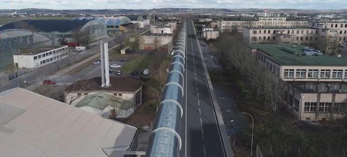 Tαξίδια με ταχύτητες άνω των 1.000 χλμ/ώρα: Ο ιδρυτής της Τέσλα δοκιμάζει στην Ευρώπη το Hyperloop [βίντεο]