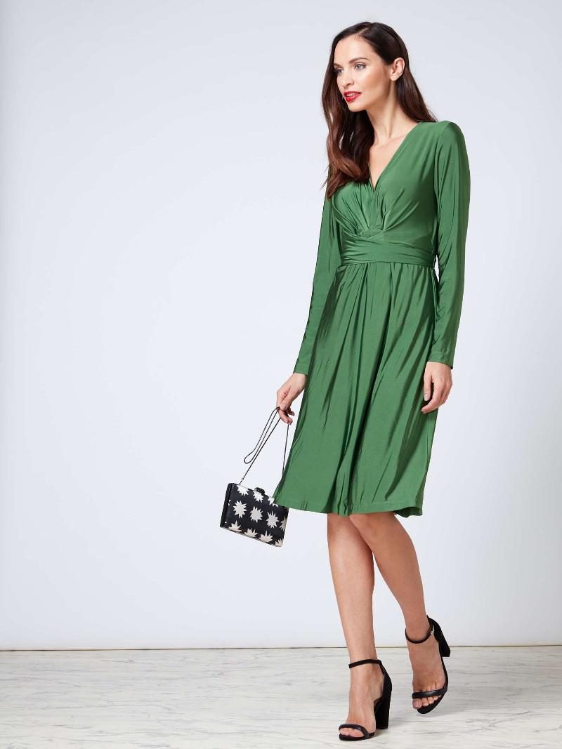 26150d3da1a7 ... Το θρυλικό μπλε Issa φόρεμα του αρραβώνα της Κέιτ Μίντλετον κυκλοφορεί  ξανά -Με 100 ευρώ