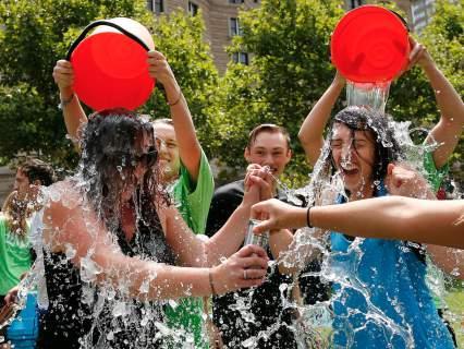 Σε τι χρησίμευσε τελικά το μπουγέλωμα Ice Bucket Challenge που ήταν της μόδας πέρυσι; [βίντεο]