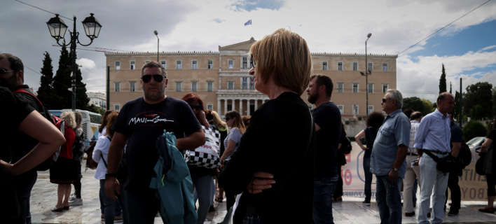 Συγκέντρωση διαμαρτυρίας εργαζομένων έξω  από τη Βουλή-Φωτογραφία αρχείου: Eurokinissi/Βασίλης Ρεμπάμπης