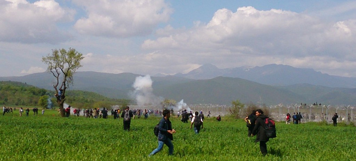 Επεισόδια στην Ειδομένη -Οι Σκοπιανοί ρίχνουν χημικά [εικόνες & βίντεο]