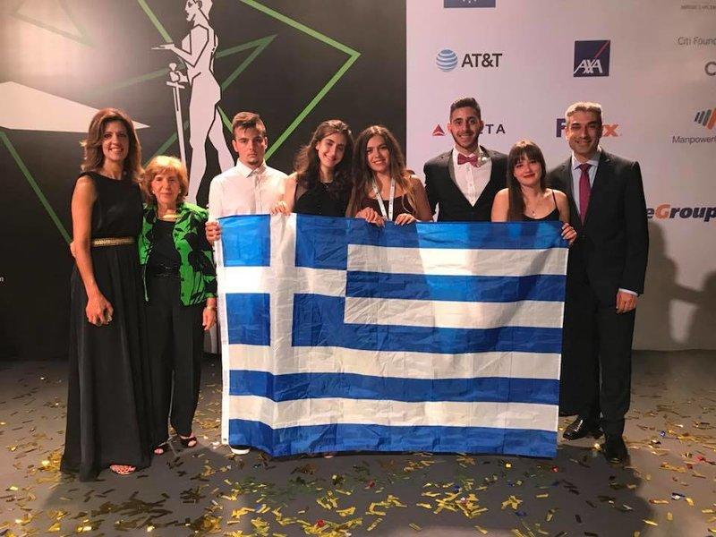 Η ελληνική ομάδα με στελέχη του Ευρωπαϊκού Διαγωνισμού