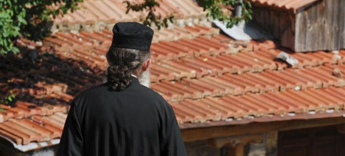 Iερέας/ Φωτογραφία: Eurokinissi- ΚΑΛΛΙΑΡΑΣ ΘΑΝΑΣΗΣ