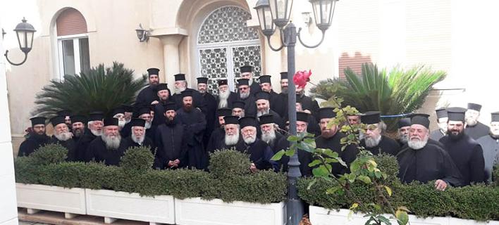 Η συγκέντρωση των... κληρικών στη Μητρόπολη Αιγιαλείας και Καλαβρύτων / Φωτογραφία: protionline.gr
