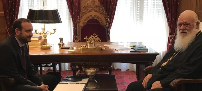 Ο αρχιεπίσκοπος Ιερώνυμος και ο πρόεδρος του Οικονομικού Επιμελητηρίου Ελλάδας, Κωνσταντίνος Κόλλιας
