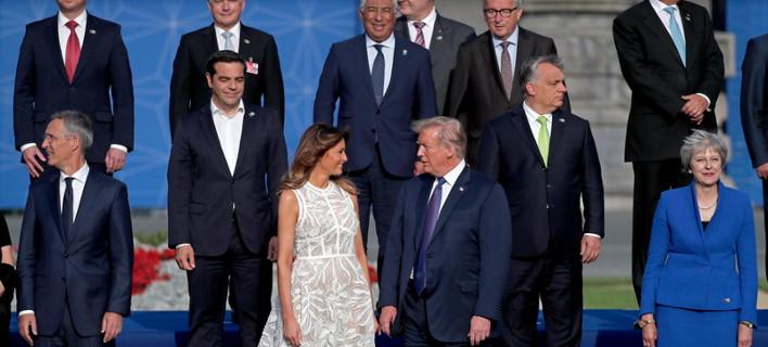 Γιούνκερ και άλλοι ηγέτες βλέπουν τη Μελάνια Τραμπ και τα... χάνουν -Το βλέμμα Τσίπρα [εικόνες & βίντεο]
