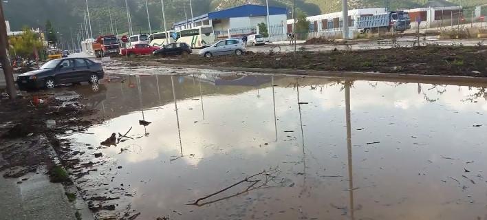 Οι δρόμοι μετατράπηκαν σε λίμνες