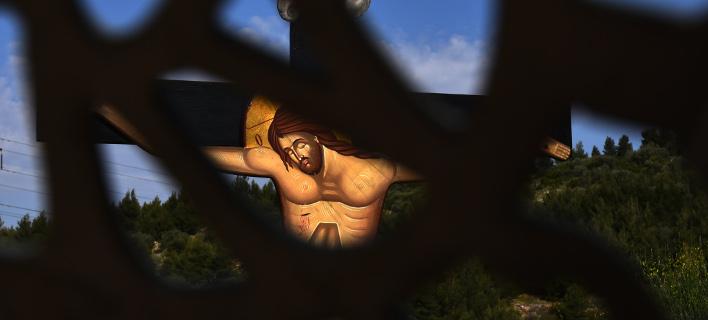 Μεγάλη Πέμπτη: Σήμερον κρεμάται επί ξύλου – Η σταύρωση