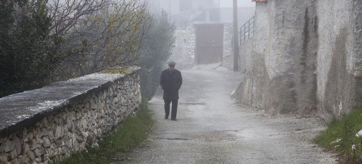 Ενας ηλικιωμένος στο κρύο / Φωτογραφία: SOOC