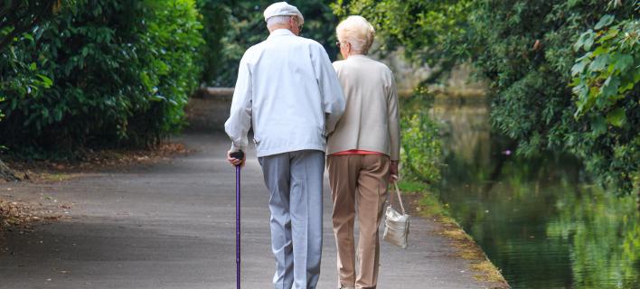 81 ετών η νύφη, 90 ετών ο γαμπρός (Φωτογραφία αρχείου: shutterstock)