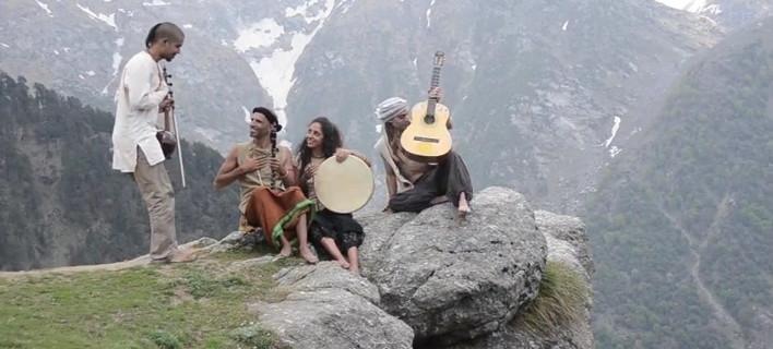 Δέος: Στα Ιμαλάια ερμηνεύουν τραγούδι του Μίκη Θεοδωράκη