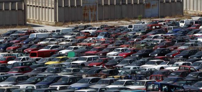 Porsche σαπίζουν στις μάντρες του Οργανισμού Διαχείρισης Δημοσίου Υλικού [εικόνε