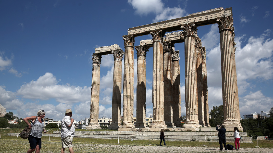 Παγκόσμια Ημέρα Μνημείων και τοποθεσιών, στύλοι Ολυμπίου Διός – Φωτογραφία: Intimenews/ΜΠΑΛΤΑΣ ΚΩΣΤΑΣ