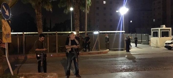 Χιλιάδες αστυνομικοί περικύκλωσαν τη βάση του Ιντσιρλίκ: Φήμες για νέο πραξικόπημα -Ελεγχος  ασφαλείας, λέει η κυβέρνηση