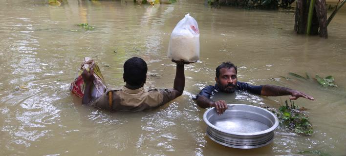 Από τις πλημμύρες στην Ινδία/Φωτογραφία: AP