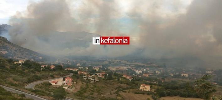 Ανεξέλεγκτη η φωτιά στην Κεφαλονιά -Εκκενώθηκε οικισμός (Φωτογραφία: inkefalonia)