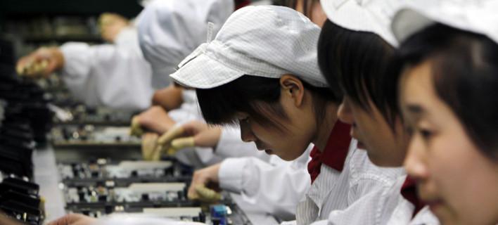 """Κινέζοι μαθητές καταγγέλλουν την Apple: """"Δουλεύαμε παράνομα 11ωρα για να συναρμολογήσουμε το iPhone X"""" !"""