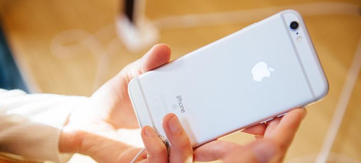 Για πoιο λόγο υπάρχει μια μικρή τρύπα δίπλα στην κάμερα του iPhone