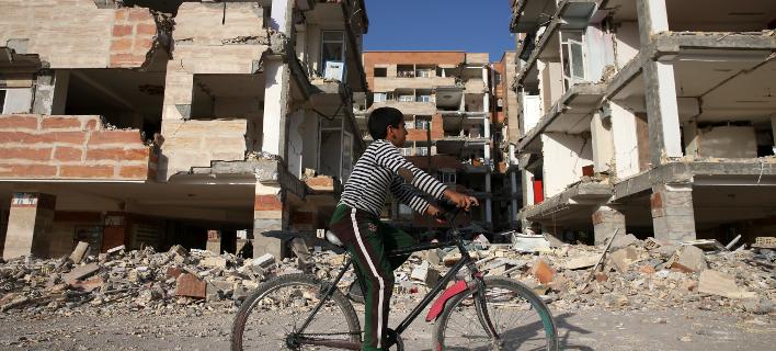 Ισχυρή σεισμική δόνηση έπληξε το Ιράν- Δύο νεκροί και εκατοντάδες τραυματίες