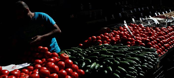 Κόβουν και τρόφιμα πλέον οι Ελληνες -Κάτω 10% οι πωλήσεις στα σούπερ μάρκετ τον Ιανουάριο