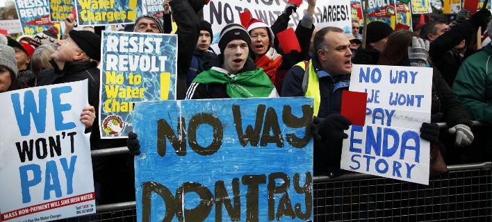 Στην Ιρλανδία η κυβέρνηση άρχισε να αποκαθιστά τις περικοπές μισθών