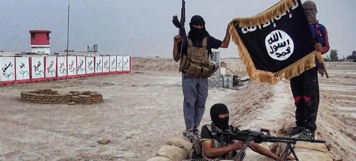Σοκάρει και πάλι η ISIS: Ανατριχιαστικά στιγμιότυπα από δημόσιους ακρωτηριασμούς και σταύρωση υπόπτων [εικόνες]