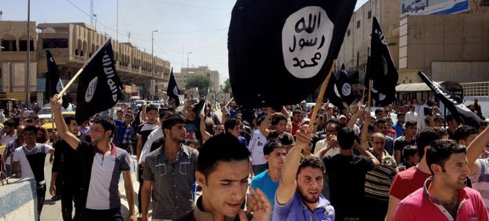 Υποστηρικτές του ISIS σε πορεία στη Μοσούλη. AP Photo, File