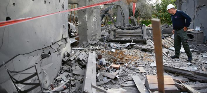 Αντίποινα για τη ρουκέτα που έπεσε σε σπίτι στο Ισραήλ (AP Photo/Ariel Schalit)